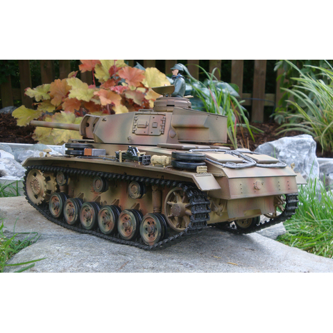 Taigen 2.4 GHz  Panzer III Special edition + BB shoot unit + smoke and sound + Summer Tarn