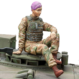 SOL - 1/16 British Armed Forces  female tank gunner
